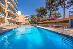 Outdoor Swimming Pool - Hotel Costa Mediterraneo, El Arenal - Mallorca